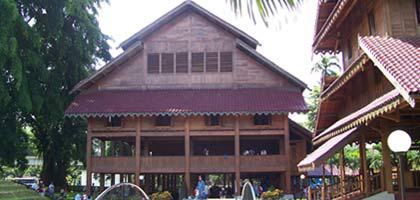 Rumah adat kerajaan Muna