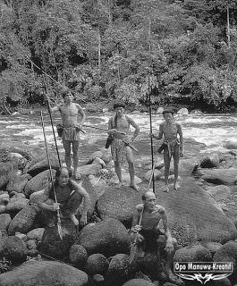 Suku Dayak Maanyan.