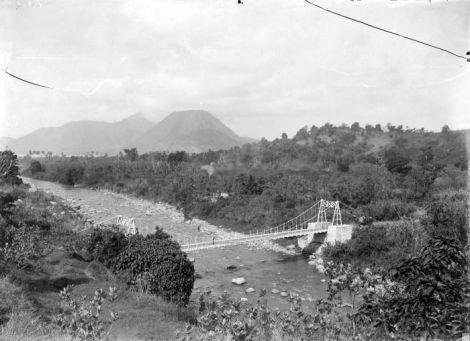 Jembatan Ndona di tahun 1915. Sumber foto: Coll. Tropenmuseum, Netherlands