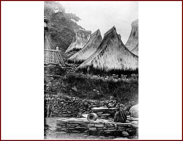 Kampung Sokoria Ndona Tahun 1915 Foto Oleh Dhr. C.C.F.M. (Charles Constant François Marie) Le Roux