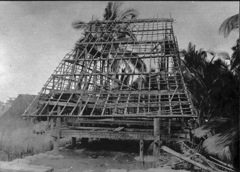 Rangka Rumah Adat di Nuanlolo Ndona 1915. Sumber foto: Coll. Tropenmuseum, Netherlands