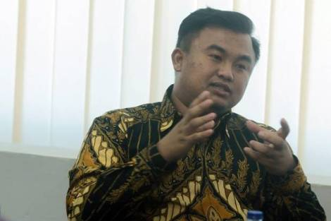 Sutan Riska Tuanku Kerajaan .king of Kota Besar - installed as the youngest bupati of Indonesia (26 years)-bupati of Dharmasraya in W Sumatra. 2016