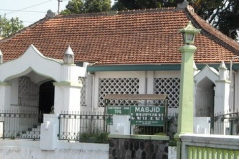 Masjid Ki Ageng Henis Laweyan peninggalan Kesultanan Pajang.