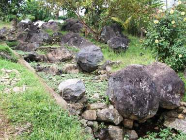 Situs Batu Kerajaan Kendan terletak di Kampung Kendan, Desa Citaman, Kecamatan Nagreg. Sumber: http://bandung.panduanwisata.com/ke-situs-batu-kerajaan-kendan/
