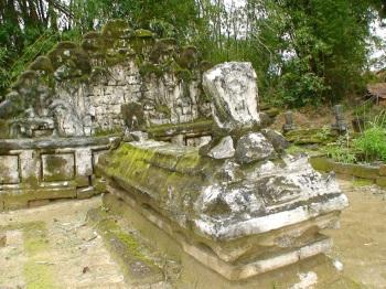 Pangeran Santomerto adalah saudara rato ebuh (Ibu Raden Praseno). Setelah kerajaan-kerjaan dimadura pada tahun 1624 M ditaklukan sultan Agung Mataram semua keluarga kerajaan terbunuh kecuali Raden Praseno. Selanjutnya Raden Praseno dibawa ke Mataram dan mengalami mataramisasi. Walaupun Raden Praseno sebagai tawanan perang karena perilaku dan kemampuannya yang terpuji, beliau ditunjuk sebagai penguasa Mataram di Madura dengan gelar Pangeran Tjakraningrat I.