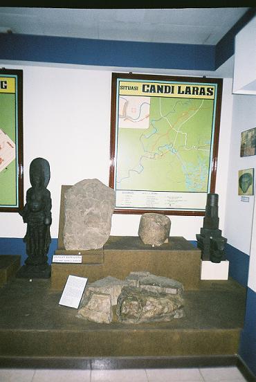 Artefak yang ditemukan di situs Candi Laras koleksi Museum Lambung Mangkurat.