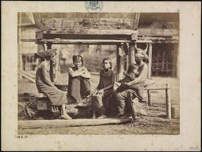 Empat Perempuan Karo dan seorang anak dari Sibayak Barus Jahe Tahun 1914