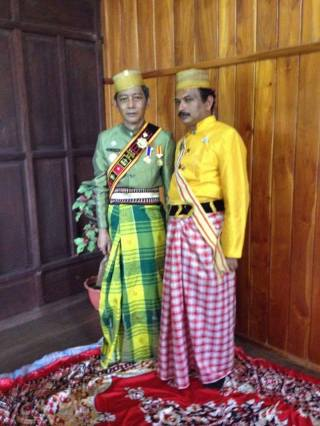 Polongbangkeng, Sulawesi - Kerajaan Polongbangkeng. Kiri: Raja Polongbangkeng, South Sulawesi, left