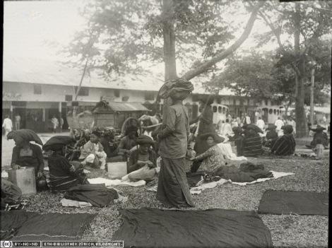 Suku Batak Karo. Pasar di Kabanjahe (Urung dari Sibayak Linggan)