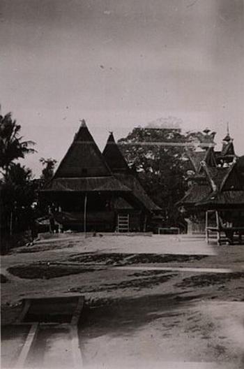uku Batak Karo. Rumah Adat Karo di Kabandjahe (Urung Sibayak Lingga)