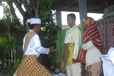Pengukuhan Adat Raja Geser ke 19 yang dilaksanakan di Negeri Geser, Ibukota Kecamatan Seram Timur. Nov. 2012 http://gesernews.blogspot.co.id/