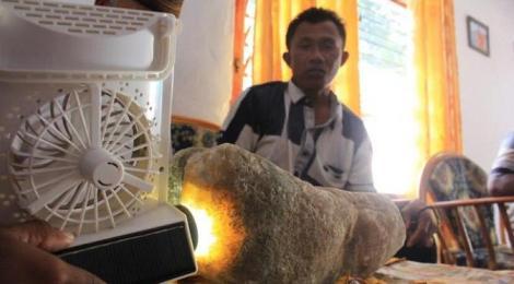 Batu nisan raja ke-10 Bubohu Gorontalo yang diduga batu mulia