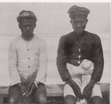 Lage - ,left isd ruler of lage,who abdicated later was asked back and later led the unification process of federation kerajaan Poso.He was knownas a very good ruler.Raja Ta Lassa. TICK