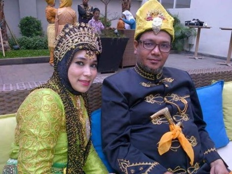 Teuku Rizasayh Mahmud ; descendant of last raja of Cunda-Aceh with wife.