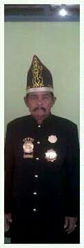 Ini Mokole Poleang Ym. Alm Mokole Intama Ali. Beliaulah yg pertama membuka akses bagi kita utk turut serta berpartisipasi dan ikut forum Nasional Raja/Sultan Nusantara.