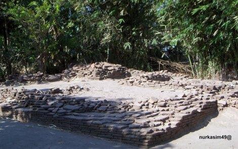Makam Raja Sanrobone Pertama, Dampang Panca Belong. Lokasi : Sanrobone, Takalar, Indonesia. Dampang Panca Belong membangun Benteng Sanrobone pada tahun 1515 - 1520.