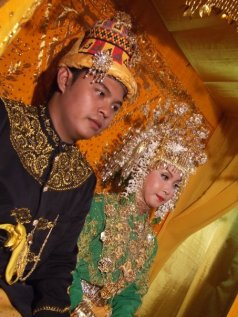 Wedding picture of Raja Teuku Raja Reza Fahlevi of Teunom-W Aceh and his ratu