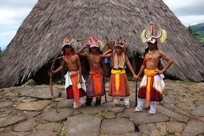 Orang Todo, pakaian adatnya berbeda dengan Manggarai lainnya