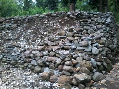 Susunan batu bekas benteng kerajaan Todo (dok.Roman)
