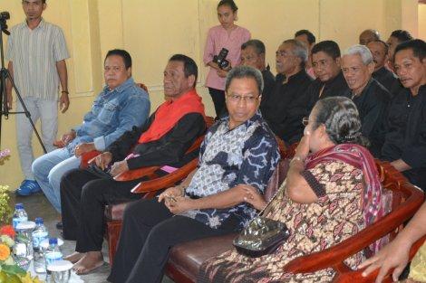 Raja Negeri Hukurila dan Sekretaris Kota Ambon bersama perangkat negeri dan Pemerintahan