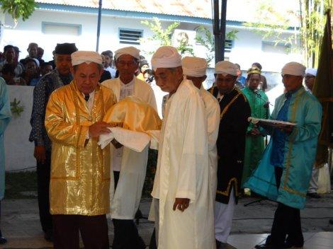 Bacan, Maluku - Kesultanan Bacan. Pelantikan Sultan Bacan nov. 2010. Sultan Dede Muhammad Gary Ridwan Sjah..jpg 1