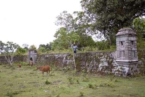 Benteng yg didirikan VOC Belanda di Desa Kayeli, Pulau Buru