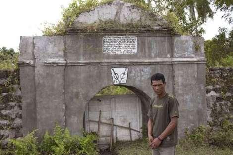 Benteng yg didirikan VOC Belanda di Desa Kayeli, Pulau Buru.