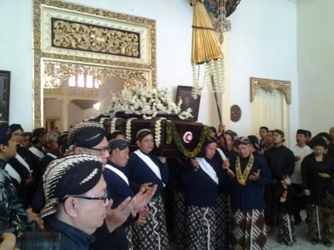 paku - Prosesi pemakaman kunarpa suwargi Sampeyan Dalem KGPAA PAKU ALAM IX, ing kagungan Dalem Hastana Giriganda...