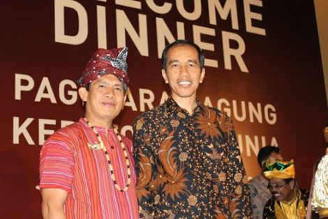 Left Puang Eric Crystal Rante Allo of Sanggala, also sub-districtchief of his principlaity are and area around it -S Makala. He is raja of Sanggala, one of the most important Tanah Toraja principlaities in Middle Sulawesi.