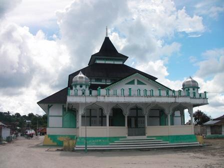 Masjid Adat Kampung Pelauw