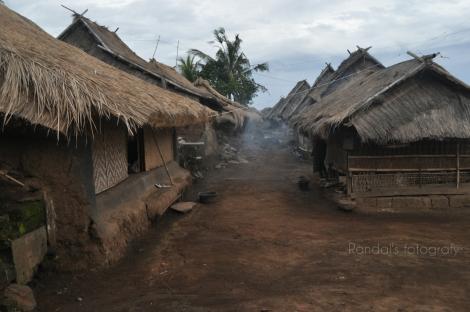 rumah adat Dusun Limbungan, Desa Perigi.