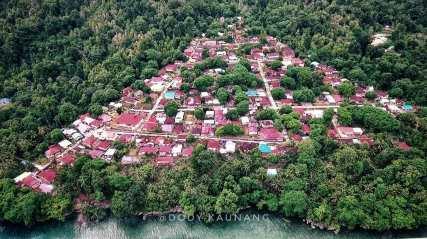 Negeri Booi, Saparua. . . . #moluccas #saparua #negeribooi #maluku #skygrapher #village #negeriseributangga #aerialphotograpy #djiphantom #dronephotography#droneoftheday #dronestagram #landscapephotography