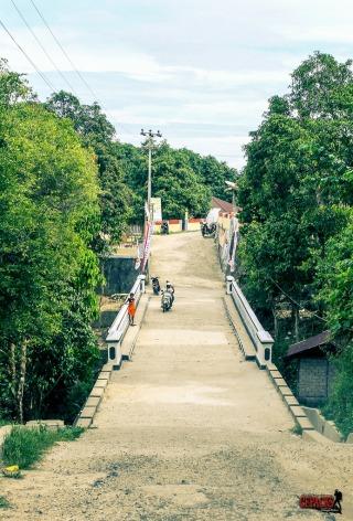 Jembatan menuju negeri Booi