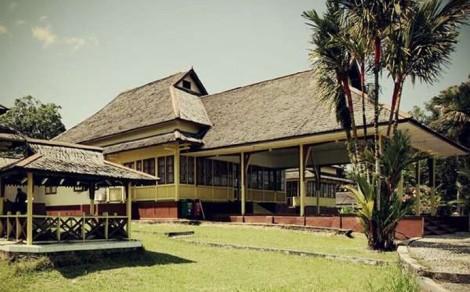 si Istana Al Mukarramah