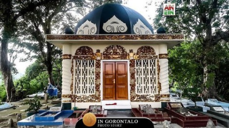 Di puncak sebuah bukit Desa #Keramat Kecamatan #Tapa Kabupaten #BoneBolango terdapat sebuah makam Raja Bolango Aulia Hubulo. Dikisahkan bahwa, Aulia Hubulo memimpin #Bolango sekitar tahun 1752-1772