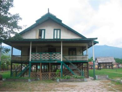 Rumah raja atau Sou Raja atau juga disebut Banua Mbaso yang berarti rumah besar. Rumah berbentuk panggung ini merupakan warisan nenek moyang keluarga para bangsawan suku Kaili.