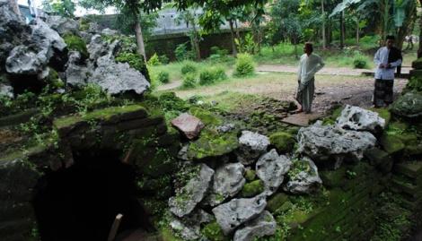 situs taman kaputren Dalem Agung Keraton Pakungwati yang dibangun oleh Pangeran Cakrabuana sekitar tahun 1430 M di Cirebon