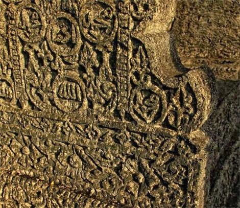 Detail Nisan Makam Raja Raja Hadat Banggae Majene (Foto - Harris Rinaldi)