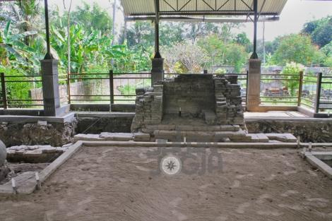 Plered - Keraton Plered. Mihrab tempat imam di petilasan Masjid Agung Kraton Pleret.
