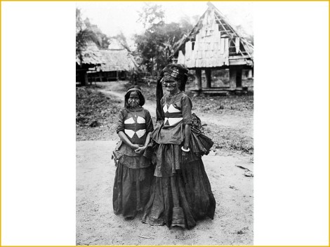 Leboni - Luwu, Sulawesi - Dua wanita suku Leboni, Luwu.