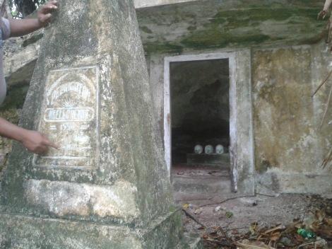 Goa Randangar di desa Damau