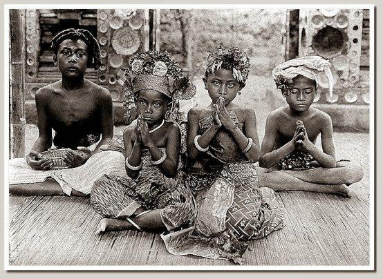 Menjadi Perempuan Bali itu, Berat - Mooi Dia Widy's
