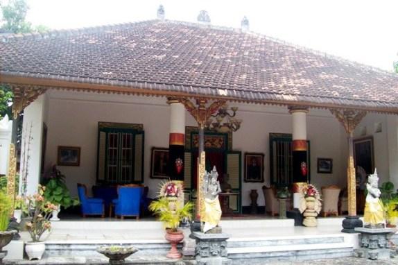 Hari hari ceria di Pulau Dewata: Puri Agung Singaraja.. Kediaman ...