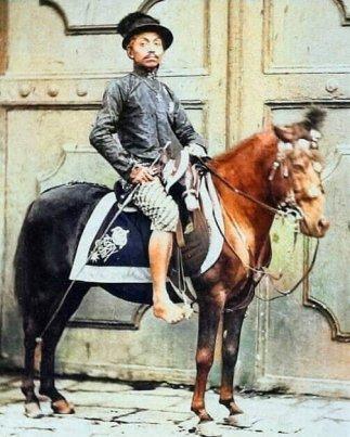 PakuBuwono IX sedang siap-siap berangkat besiaran. (1861 - 1893)